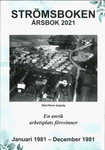 Svartvitt flygfoto över Näsvikens ångsåg med byggnader och virkesupplag.